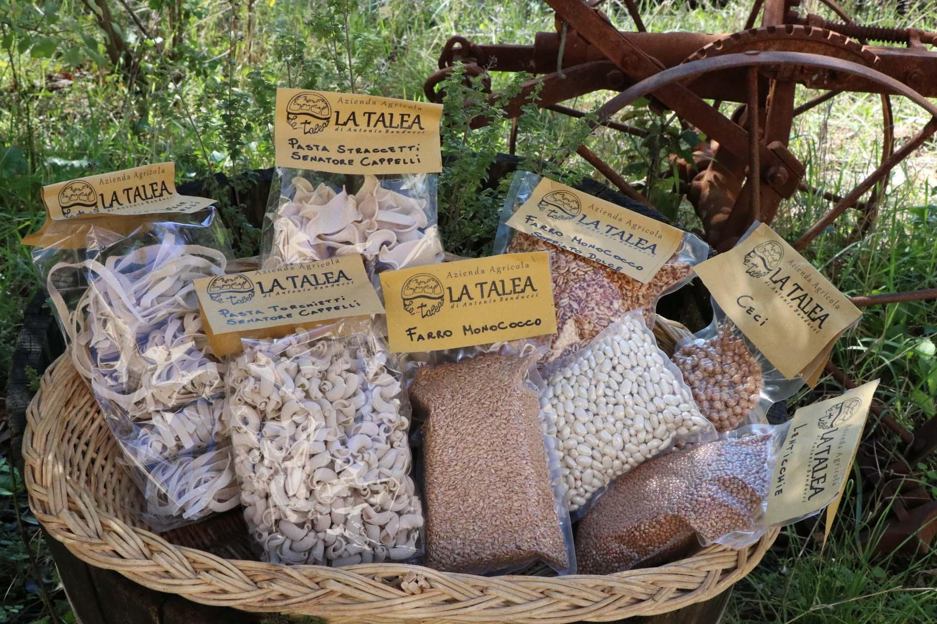 Pasta, farine e legumi tutti rigorosamente naturali.